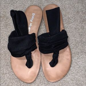 Black Dirty laundry size 7 sandals